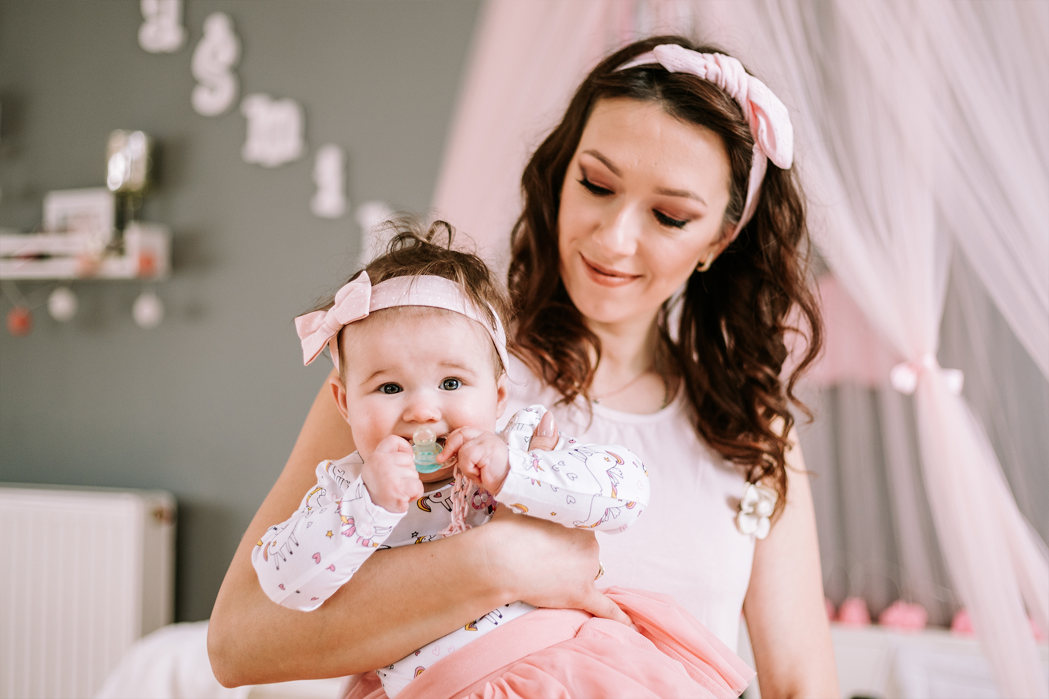 sesja-domowa-noworodkowa-dziecięca-mama-i-corka-warszawa-fotograf-olalafotografia