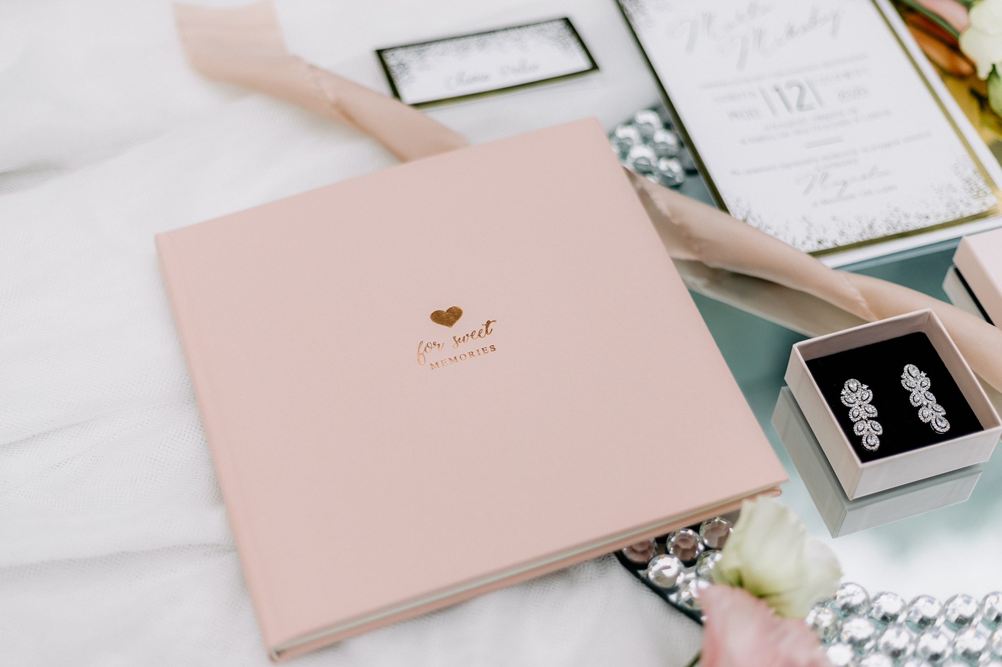 sesja-stylizowana-pink-glamour-endorfina-foksal-fotografia-slubna-fotograf-slubny-warszawa-grodzisk-mazowiecki-pruszków-ursus