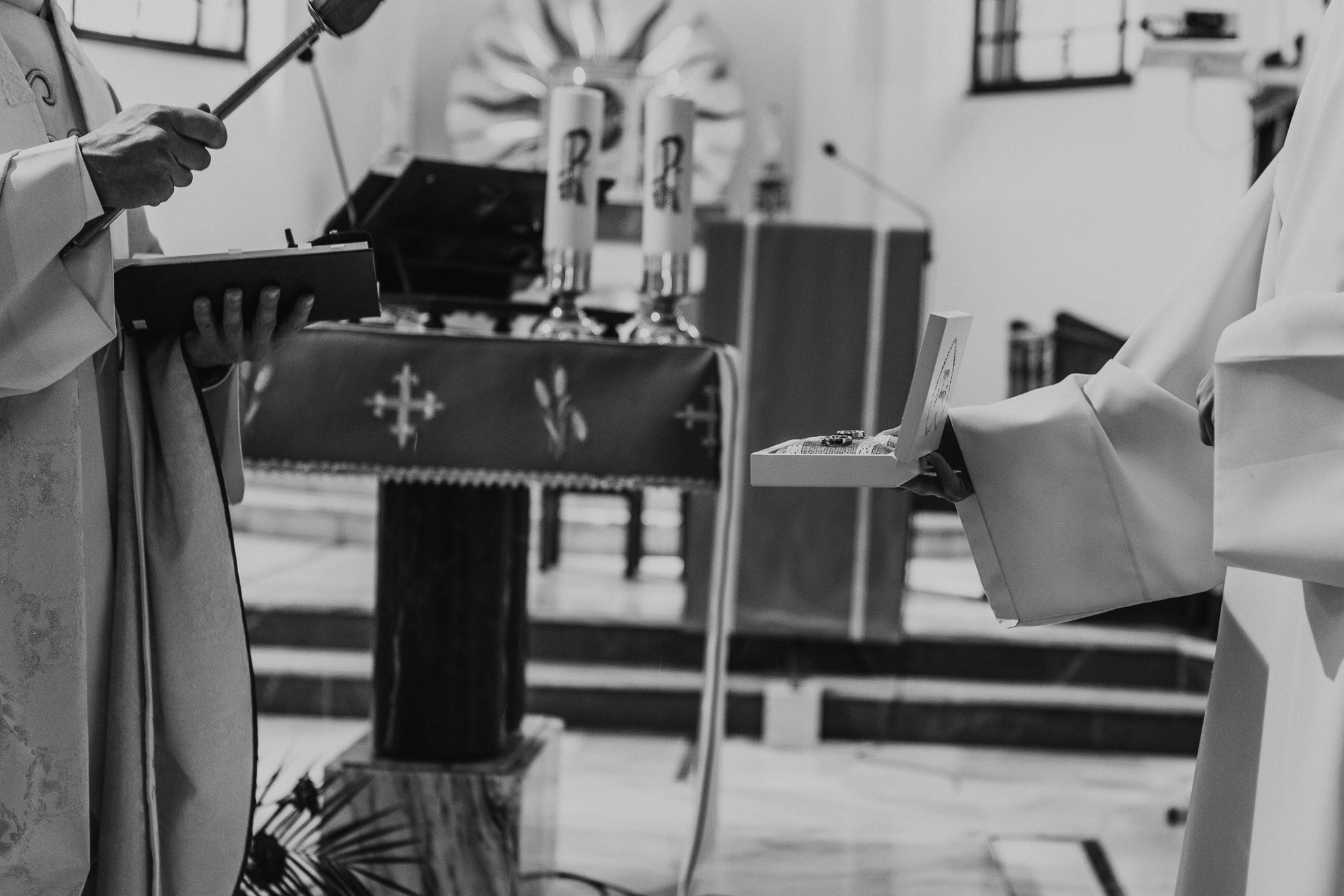 wzruszający-ślub-para-młoda-grodzisk-mazowiecki-milanówek-parafia-świętej-jadwigi-śląskiej